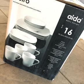 Tallerken sæt med kopper fra Aida Bistro Square serien. Pakke indeholder middags-, dessert/frokost- og dybe tallerkner.