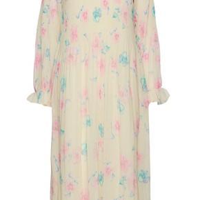 Smuk smuk Ganni kjole. Helt ny med prismærke. MP - 1100,- plus Porto.