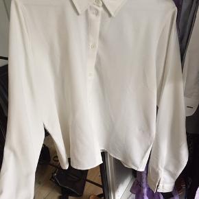 Fin hvis skjorte - har den også til salg i sort :)