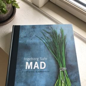 Helt ny kogebog af Ingeborg Suhr, som giver alle grundevnerne til lækker madlavning.