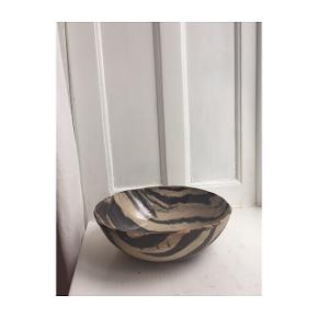 ZEBRA SALAD BOWL   I'm a ceramicist, Just starting to sell my ceramics and my brand - Domi Kaman  I'm working at Estét studio in Copenhagen at Ny Vestergade.   This is a salad bowl made from 2 different clays with transparent glaze inside.  Organic shape  Size: 23cm broad x 7,5 cm tall.