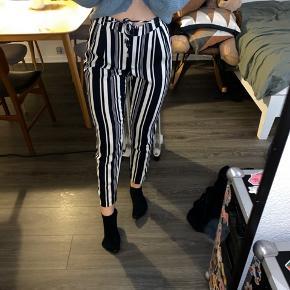 Flotte og behagelige bukser str small