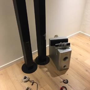 Spiller super godt. Der er to mere højtalere. Sælges da jeg ikke får det brugt. Prisen er fast og det kan hentes i Vejle for 1700kr inden nytår!