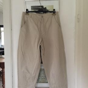 Bitte Kai Rand cropped bukser i str 42. Aldrig brugt. Pris 100.- pp Bytter ikke.