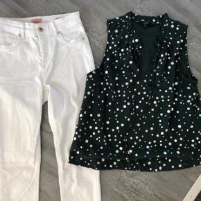 Flot og elegant sæt 🌸 Only bukser nypris 299kr😀 Grøn Vero Moda Top med sølv bobler på - str M 😀 nypris 249