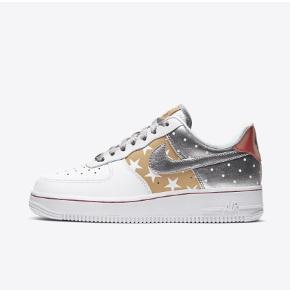 Nike air Force 1 '07  Hvide med sølv og guld  Aldrig brugt og i æske