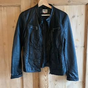 Smart læderlook jakke