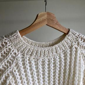 Hand-knitted wool sweater (by my mom) in cream/beige and M size. In excellent condition, never washed. Treat with care, as it's true wool and sensitive.  * Can meet in Copenhagen upon agreement *