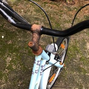 Pige cykel str 5-8 år Fungere som den skal med sadlen kan ikke justeres i højden.   Afhentes 6700 Esbjerg