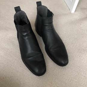 Lindbergh støvler, brugt 5 gange. Nypris 1000 kr., str. 45