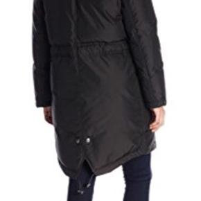 Der står str xs i jakken, men jeg er S og passer den fint.   Ikke brugt særlig meget og har ingen brugsspor.  Virkelig varm vinterfrakke, model Christina, købt sidste vinter.  Kan spændes ind/ud i taljen  Dejlig hætte som beskytter ansigtet rigtig godt