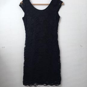 Elastisk kjole, kun brugt en gang.