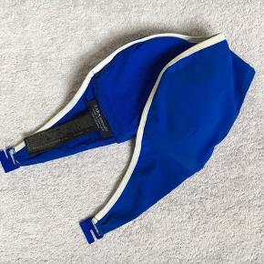 Skøn bikini fra Zara - underdel str. L og overdel str. M 💙