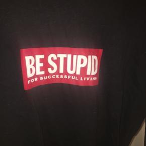 Sælger denne t-shirt for diesel, kan bruges både af mænd og kvinder. Brugt et par gange, men ingen tegn på slid, sælges da jeg ikke får den brugt. Prisen er til forhandling, køber betaler selv for fragt, bytter IKKE, sender gerne flere billeder af varen. Mængde rabat gives hvis du er interreseret i at købe flere ting.