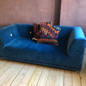 Velour sofa sælges. Byd gerne