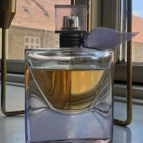 La Vie Est Belle Intense Eau de Parfume  50ml, max 15ml brugt