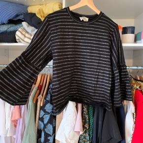 Jeg sælger denne bluse fra Mads Nørgaard i str. m 🧡 den er aldrig brugt