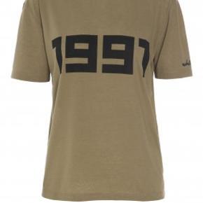 Dejlig blød t-shirt med 1991 print på brystet.  Jeg handler kun via mobilepay.