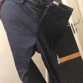 Chinos, Selected Homme, str. 29, Navy, blå, mørkeblå, Chinos, Ubrugt Selected Homme chinos sælges, da de er en smule for små. Kun prøvet på. Dog super fede sammen med en hvid t-shirt eller skjorte. Skriv ved interesse for flere af mine varer, så finder vi ud af en samlerabat :-)