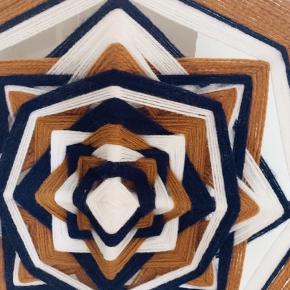 Rigtig fin ophæng/uro. Fået den lavet i de farver på en bestilling. Str. 45 cm. I diameter.