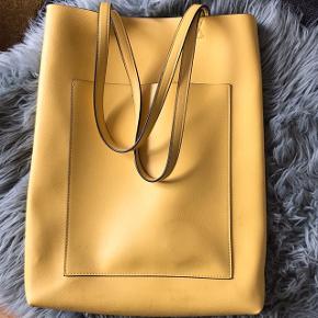 Fed gul lædertaske 💛💛 kan bruges som skoletaske eller shopping