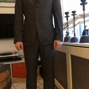 Flot Bertoni jakkesæt! Jakke: S  Bukser: 32