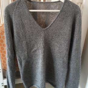 Hjemmestrikket Kumulus bluse S/M  fra Petiteknit søg evt på Instagram for at se modellen 😊 den er så smuk i 70% Mohair og 30% silke. Sidste billede er lånt, for at vise hvordan blusen sidder på.