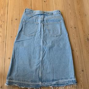 Mega fed denim nederdel!! Har aldrig været i brug og fejler intet💙