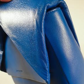 Twist tote bag 100% soft calf leather