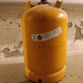 Tom 11 kg kosan gasflaske.  Kan ombyttes til fyldt på tankstationer og andre kosan forhandlere.