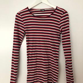 Klassisk 101 trøje fra Nørgaard på strøget. Købt for få måneder siden og brugt et par gange. Den er i modellen tall