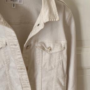Hvid cowboyjakker fra Mango deres denim collection, brugt få gange