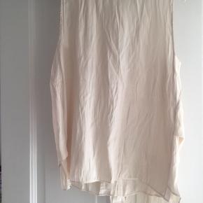 Asymmetrisk top fra Zara. Køber betaler fragt.