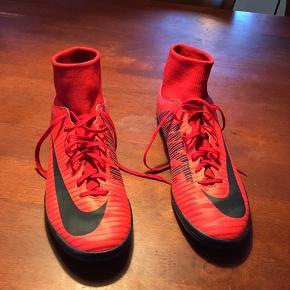 Nike indendørssko brugt få gange.