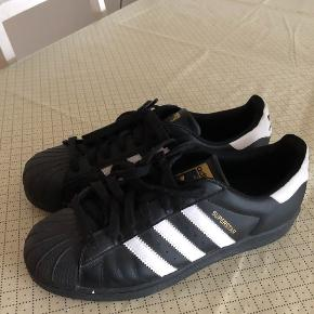 Adidas sorte sneakers str 42 Sendes for 37 kr