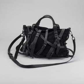 Smuk taske fra AW. Skriv for flere billeder eller info. Byd gerne