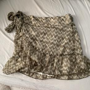 Sød nederdel fra neo noir der desværre er for stor til mig☺️  Mp: 200 kr