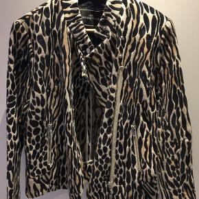 Leopard jakke.