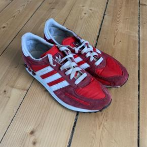 Adidas LA Trainers i rød str. 40. God, men brugt.   FAST PRIS: 200 kr. + porto