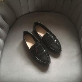 Helt ny loafers. Brugt en enkelt gang, men desværre for små.
