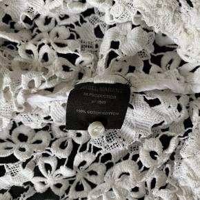 Fin hæklet bluse fra Isabel Marant. Den er i fin stand og brugt få gange. Nypris var 1999 kr og sælges for 250 kr pp
