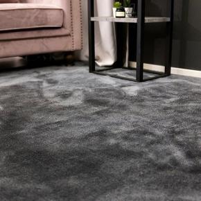 Så godt som nyt NORDFORM Undra Carpet fra Ellos i mål 170*240 cm i farven mørkegrå.  Prisen er fast. Skal hentes på Nørrebro, København.