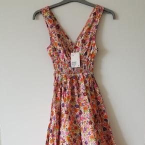 Kjole fra H&M med mærke