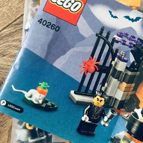 Lego Halloween Haunt 40260  Sættet er komplet med manual og samtlige brikker (har været åbnet og samlet en enkelt gang)