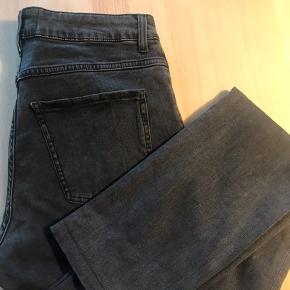 Acne Jeans  Model: Needle Rocco Str. 31/ 32 34 står på mærket - men er lagt op nu 32 Brugt- men i meget fin stand  Prisen er fast