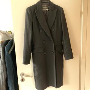 Smuk let uld frakke, perfekt til overgangsvejr. God stand