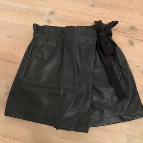 Shorts der ligner en nederdel