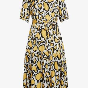 Super flot Gestuz IRINA LONG DRESS - Skjortekjole i størrelse 36. Den har aldrig været brugt, og har stadig prismærker på. Mindsteprisen er 500 kr + porto.