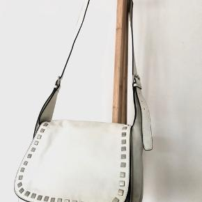 Leather bag with rivets. Width 35 cm, height 26 cm.