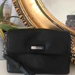 Taske fra Calvin Klein, købt i USA. Så god som ny:) 🌸